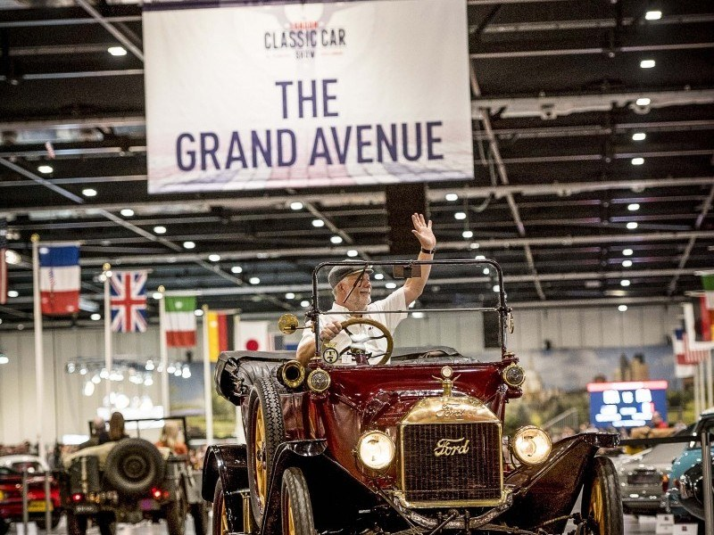 London Classic Car Show Transport Deal Straight Eight Logistics - London classic car show